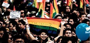 CONSULTA REALIZADA POR ACCIONGAY A LA COMUNIDAD LGBTIQ+, ARROJA UN 98,7% DE APROBACIÓN A UNA NUEVA CONSTITUCIÓN.